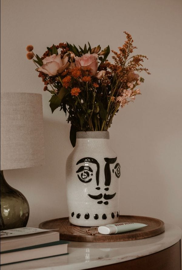 a Vase with a face on