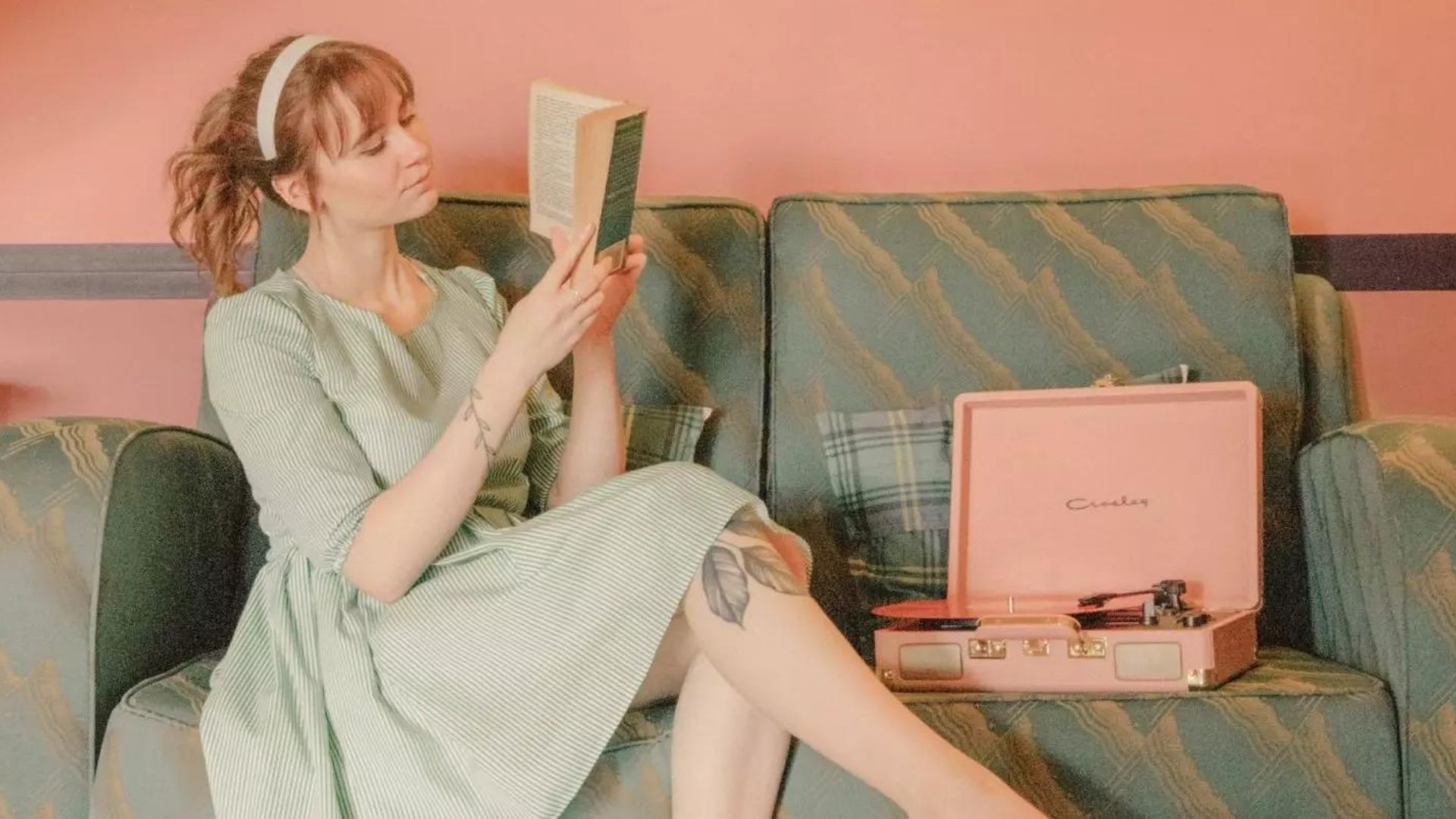 Bookish Places UK @FromBeeWithLove Bronte Huskinson