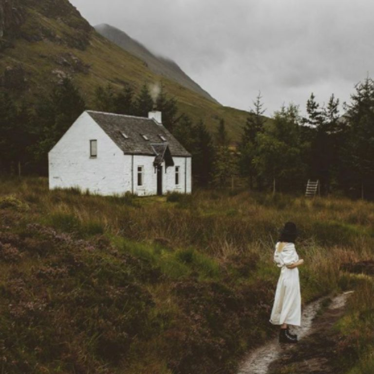 5 Instagram Accounts to Follow to Help You Romanticise Your Life - Carolyn @FromBeeWithLove Bronte Huskinson